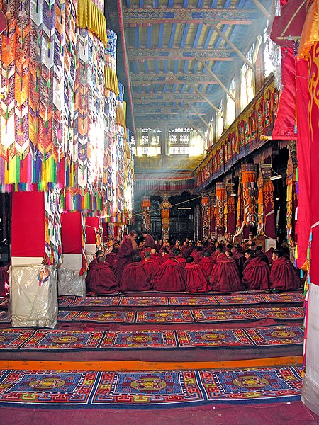 File:Monks in the great assembly hall at Drepung Monastery, Tibet.jpg