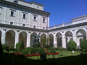 English: Montecassino Abbey: First cloister wi...