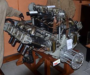 Moteur d'avions Lorraine 12 Eb DSC 0352.JPG