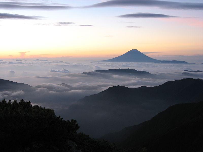 800px-Mt.Fuji_from_Kitadake-sansou_01.jpg