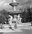 Női portré Danubius-kútnál, 1959. Fortepan 7626.jpg