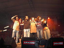 Neverne Bebe в 2007 году, слева направо: Владан Дурдевич, Яна Шуштершич, Милан Дурджевич, Владимир Ружич, Саша Ранжелович и Елена Пудар.