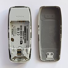 nokia 3330 vs 3310. inside a nokia 3310. 3330 vs 3310 n