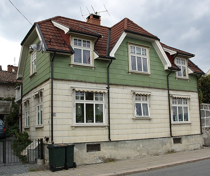 File:Norwegian house with Eternit2.jpg