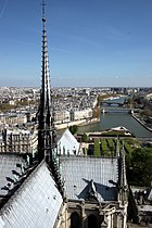 Notre-dame-paris-top-facing-east.jpg