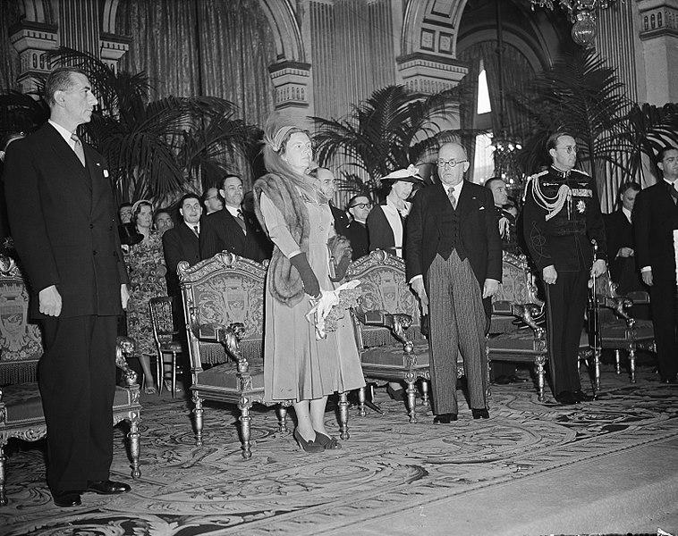 File:Ontvangst op stadhuis, Vlnr. Pierre de Gaulle (president conseil municipale) . k, Bestanddeelnr 903-9802.jpg