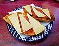 Pa torrat amb tomaca i formatge a un bar del carrer Andrés Lambert, Xàbia.jpg