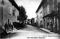 Pact, Grande Rue en 1908, p152 de L'Isère les 533 communes - Cliché C D, Blanchard frères édit à Vienne.jpg