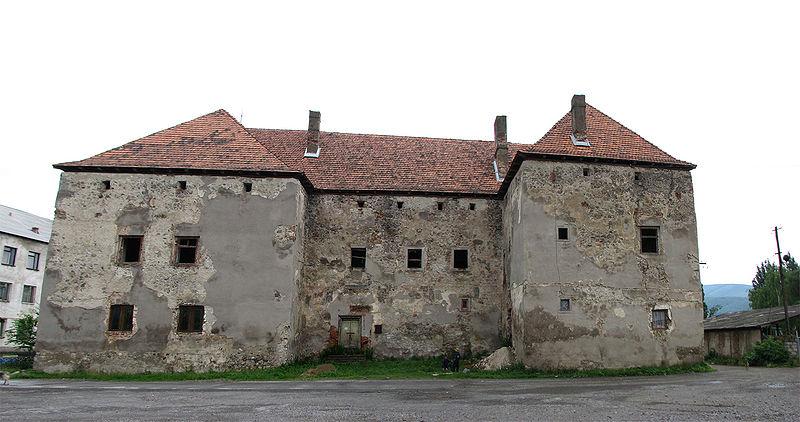 http://upload.wikimedia.org/wikipedia/commons/thumb/b/b7/Panorama_Chynadiiovo_castle.jpg/800px-Panorama_Chynadiiovo_castle.jpg