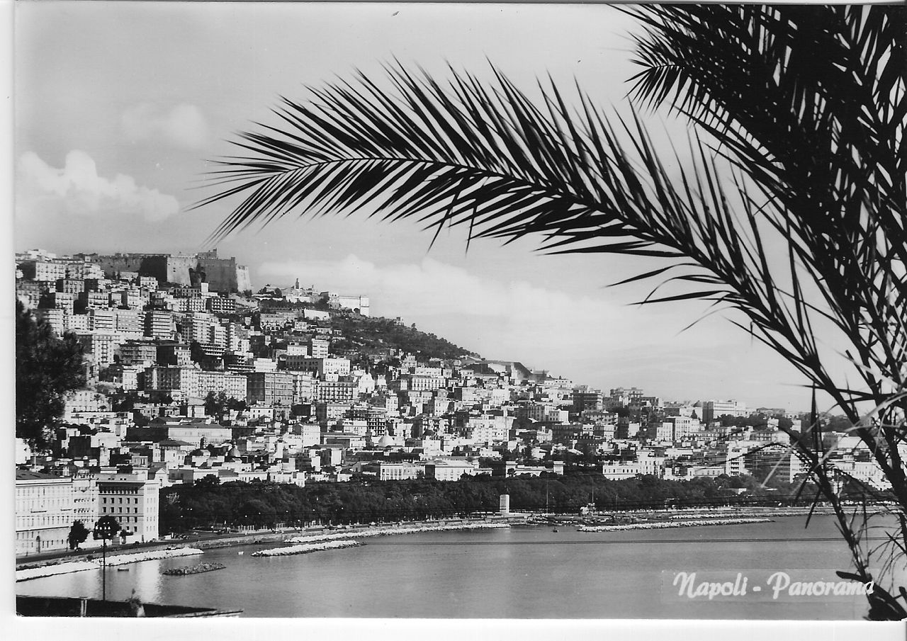 File:Panorama di Napoli, 1960s.jpg - Wikimedia Commons