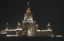 m m con los elementos superiores uno de los rascacielos de stalin su silueta se utiliz como smbolo de los juegos olmpicos de mosc