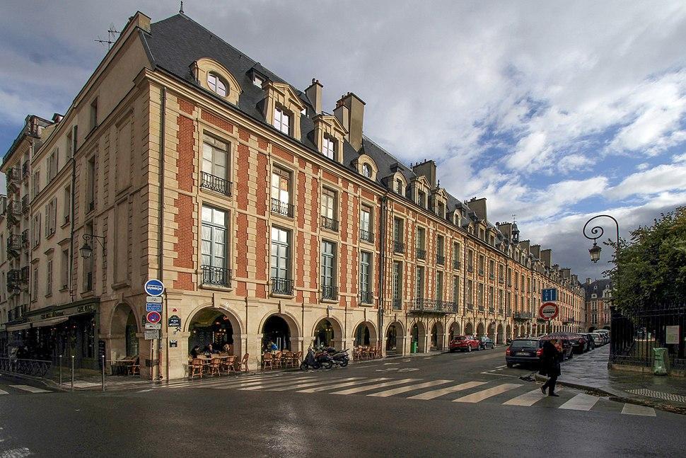 Paris-Place des Vosges-102-Arkaden-2017-gje