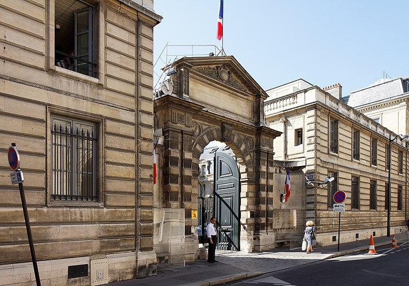 File:Paris - Hôtel Rothelin-Charolais - 101 rue de Grenelle - 001.jpg