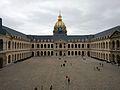 Patio de honor del palacio de Los Inválidos, París.jpg