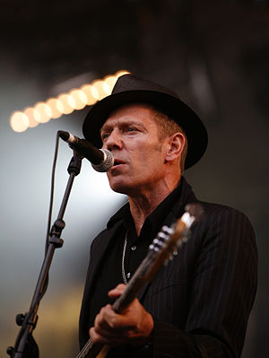 Paul Simonon - Paul Simonon at the Eurockéennes 2007 with The Good, the Bad and the Queen