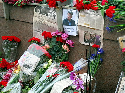 People came to the side of Boris Nemtsov's murder (2015-02-28; 42).JPG