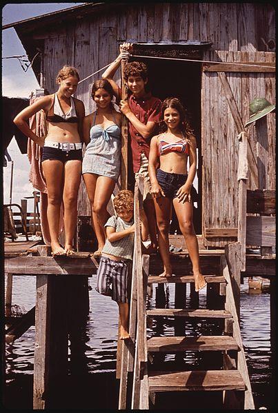 File:Photograph of a Louisiana Fisherman's Family - NARA - 544185.jpg