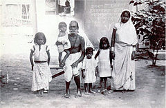 Photograph of a family with children, by Lala Deen Dayal.jpg