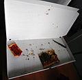 Pizzakarton offen und fast leer 2011.jpg
