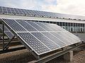 Placas solares en la azotea de la Facultad de Ciencias Económicas y Empresariales, Universidad de Cádiz 2.jpg