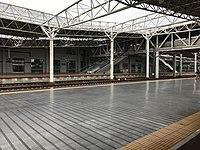 Platform of Yueyang East Station 2.jpg