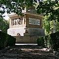 Plaza de la Lealtad – Dos de Mayo – A los Mártires de la Independencia Española.jpg