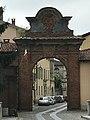 Porta della Torrazza ingresso quartiere medievale di Biella.jpg
