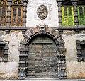 Porta di un edificio storico.jpg