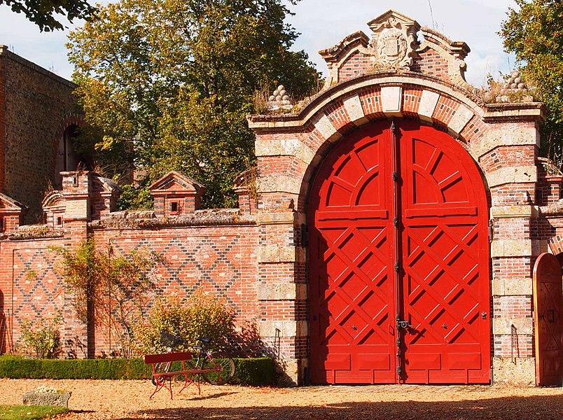 Portail intérieur du Château de Villebon