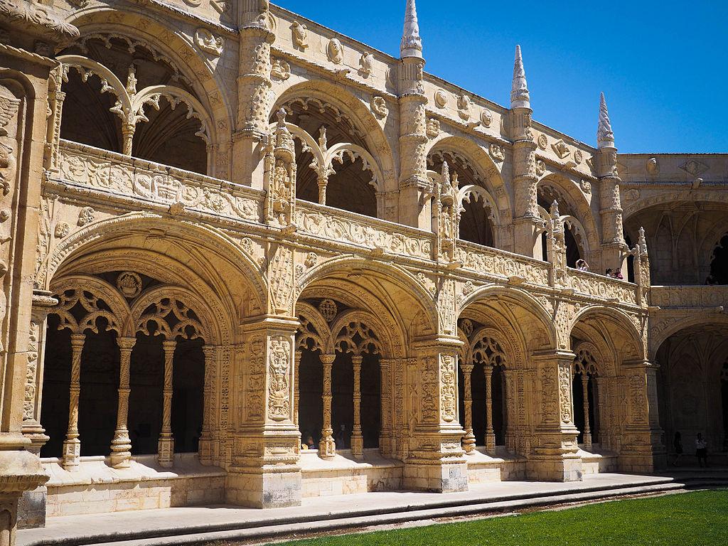 Un des façades du cloître du monastère Hieronymites à Lisbonne - Photo Luca Boldrini