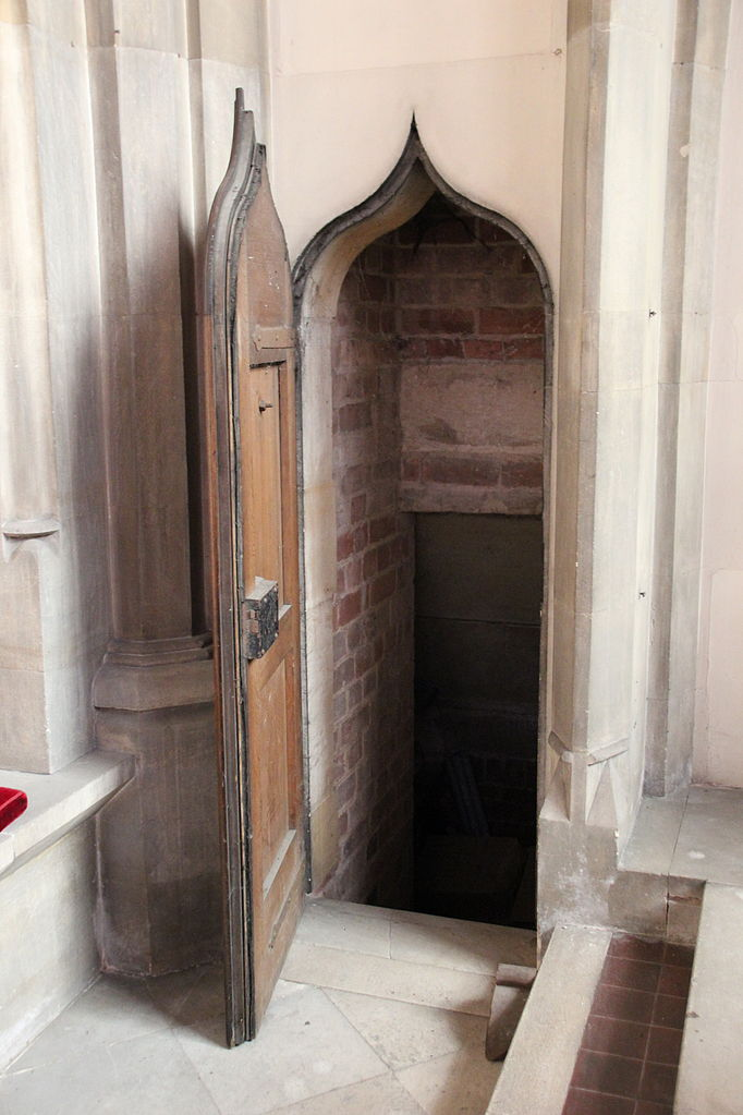 File Priest Hole St Mark S Church Jpg Wikimedia Commons