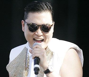 https://upload.wikimedia.org/wikipedia/commons/thumb/b/b7/Psy_2013.jpg/375px-Psy_2013.jpg
