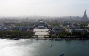 Kim Il-sung Square - Image: Pyongyang May 2005