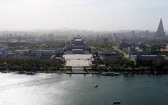 Kim Il-sung Square - Image: Pyongyang May 2005