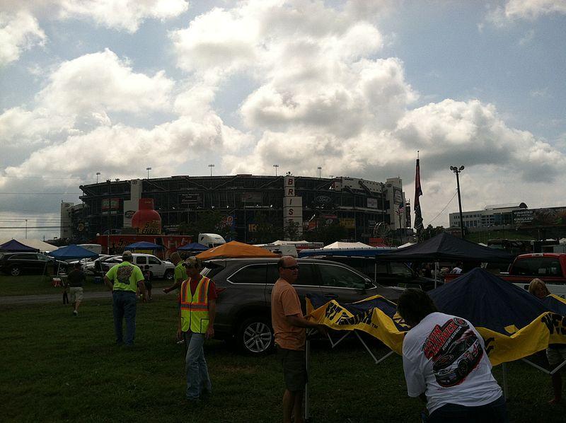 File:Raceday at Thunder Valley.jpg