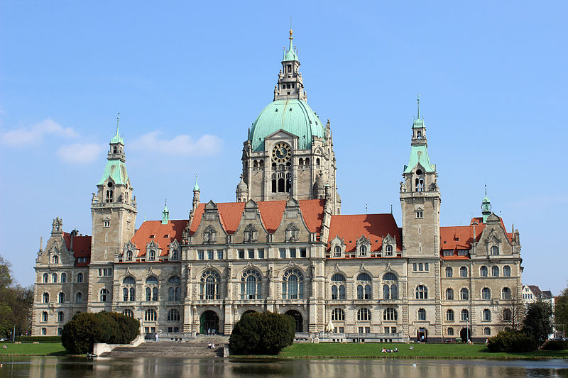File:Rathaus Hanover 2013 from the park.JPG