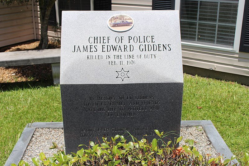 File:Ray City Chief of Police memorial.jpg