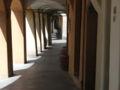 Reggio emilia piazza fontanesi portici lato.jpg
