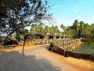 Pozhikara - Pozhikara regulator bridge