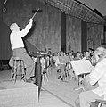 Repetitie van een orkest, vermoedelijk het Israël Philharmonic Orchestra in het , Bestanddeelnr 255-1742.jpg