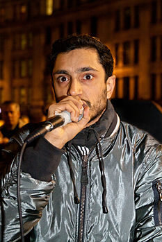 Riz Ahmed durante un'esibizione al Occupy London NYE Party 2011