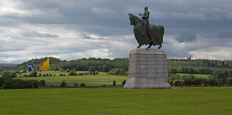 Gillies Hill - Statue of Robert the Bruce at Bannockburn with Gillies Hill in the background.