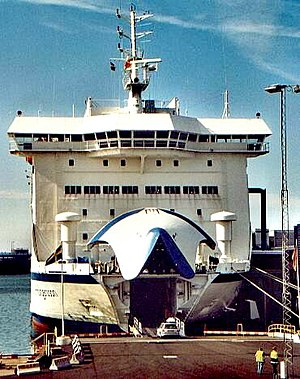 Roll-on/roll-off - Loading a ro-ro passenger car ferry