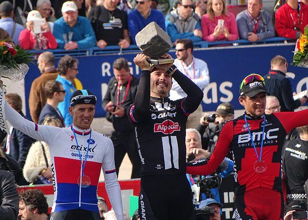 Roubaix - Paris-Roubaix, 12 avril 2015, arrivée (B35).JPG