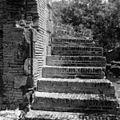 Ruïne synagoge, trap vrouwengalerij - 20651853 - RCE.jpg