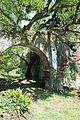 Rudere nel giardino di Ninfa 6.JPG