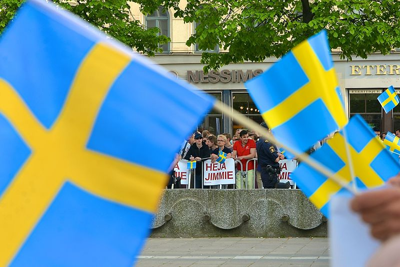 File:SD-sympatisörer på Norrmalmstorg inför EU-valet 2014.jpg
