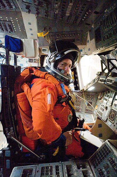 [Obrazek: 399px-STS-134_Mark_Kelly_Feb10.jpg]