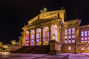 Konzerthaus Berlin - Lateral view by night.
