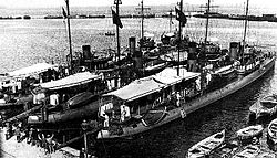Samsun class destroyers at Izmir, Turkey - 1926.jpg